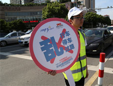 台州志愿者公益倡导:礼让斑马线
