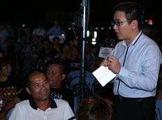 平湖站,主持人小崔与观众互动